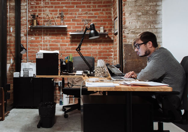 blogger in shared office space