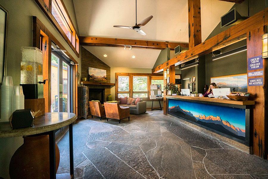 the lobby at the Desert Pearl Inn
