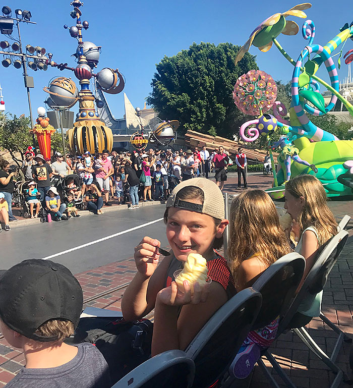 disneyland vip seating parade