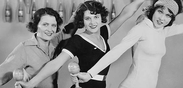 retro women lifting weights